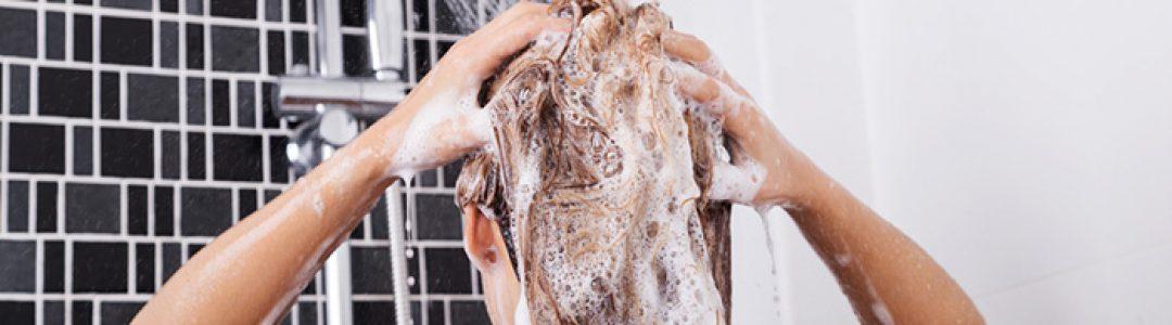 10 erros que você pode estar cometendo ao lavar os cabelos